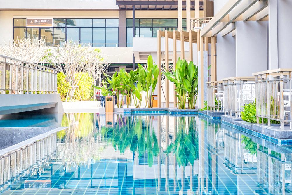 Pool Access 02