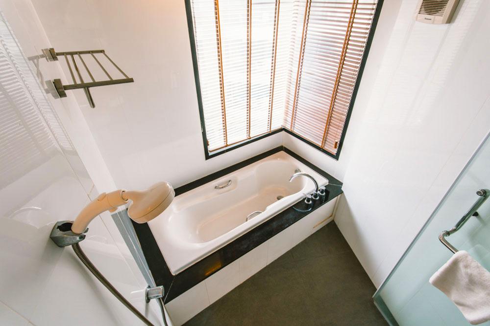อ่างอาบน้ำ + ฝักบัว
