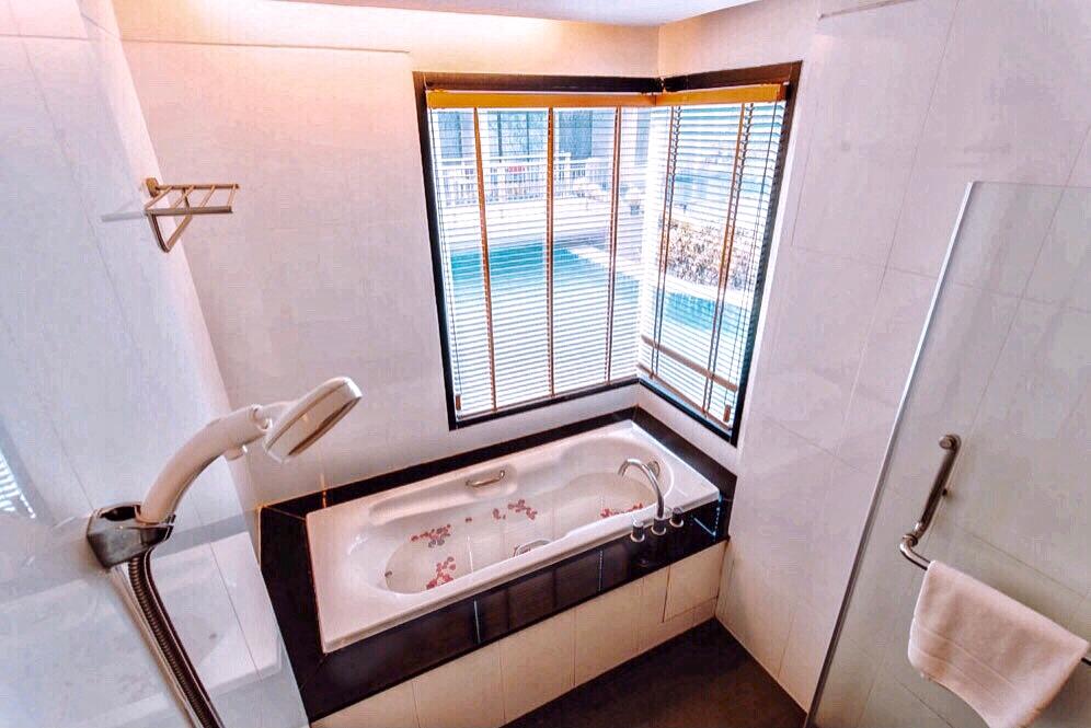 อ่างอาบน้ำ+ฝักบัว 01